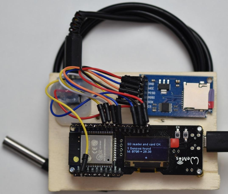 Replica - Arduino ESP32 DS18B20 Temperature Logger and App